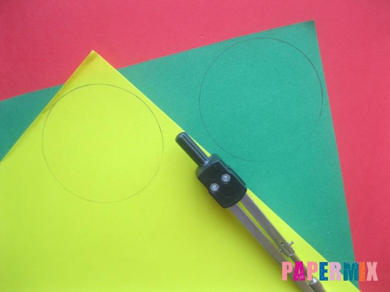 Как сделать объемный шар из бумаги на Новый год - шаг 1