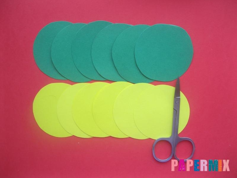 Как сделать объемный шар из бумаги на Новый год - шаг 2