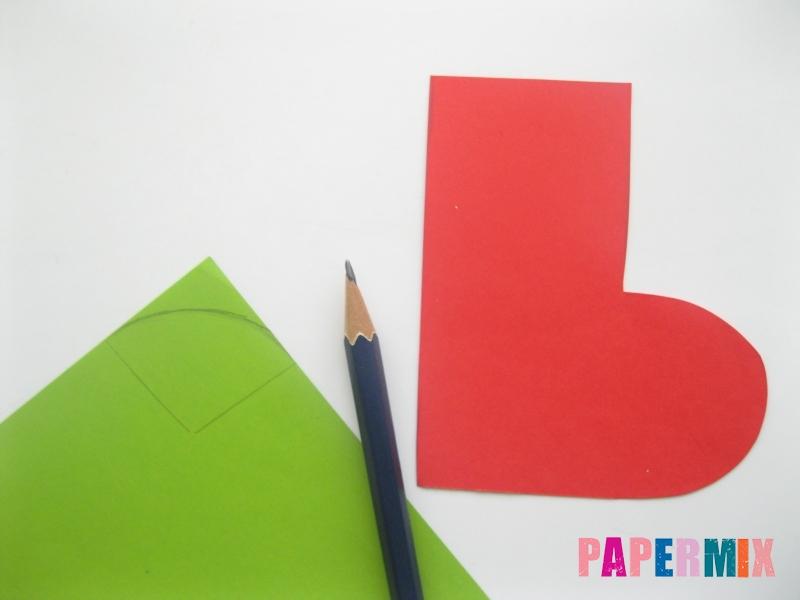 Как сделать сапоги из бумаги на Новый год своими руками  - шаг 3