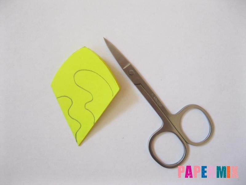 Как сделать снежинку из бумаги своими руками вариант 3 - шаг 6