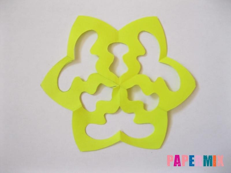 Как сделать снежинку из бумаги своими руками вариант 3 - шаг 8
