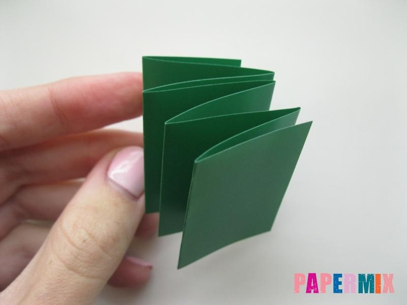 Как сделать бумажную гирлянду из елочек своими руками - шаг 3