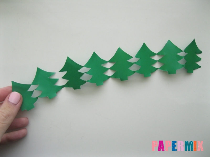 Как сделать бумажную гирлянду из елочек своими руками - шаг 6