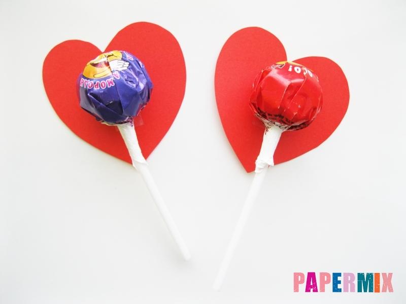 Как сделать цветочки из чупа-чупса ко дню святого Валентина - шаг 3