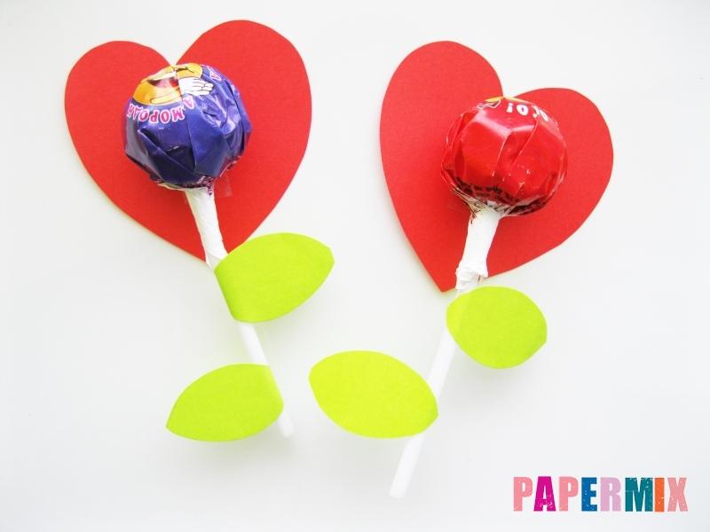 Как сделать цветочки из чупа-чупса ко дню святого Валентина - шаг 6