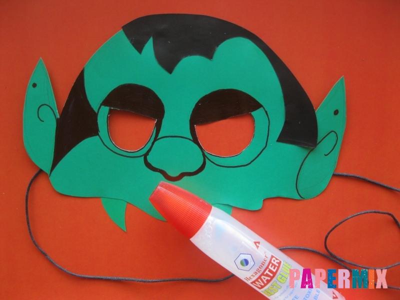 Как сделать маску вампира на хэллоуин из бумаги - шаг 11