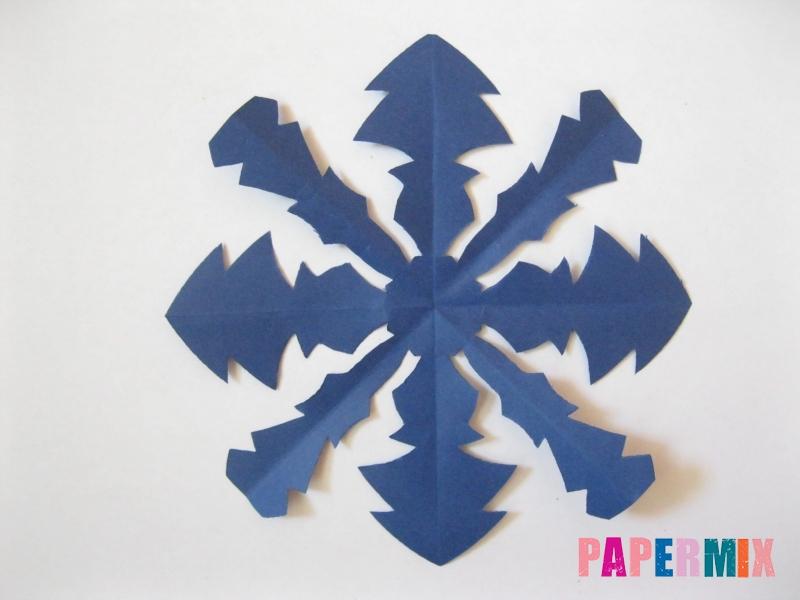 Как сделать снежинку из круглой бумаги своими руками - шаг 9