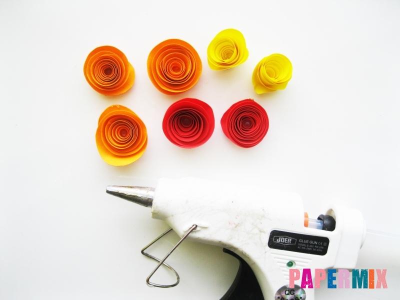 Как сделать букет роз из цветной бумаги своими руками - шаг 7