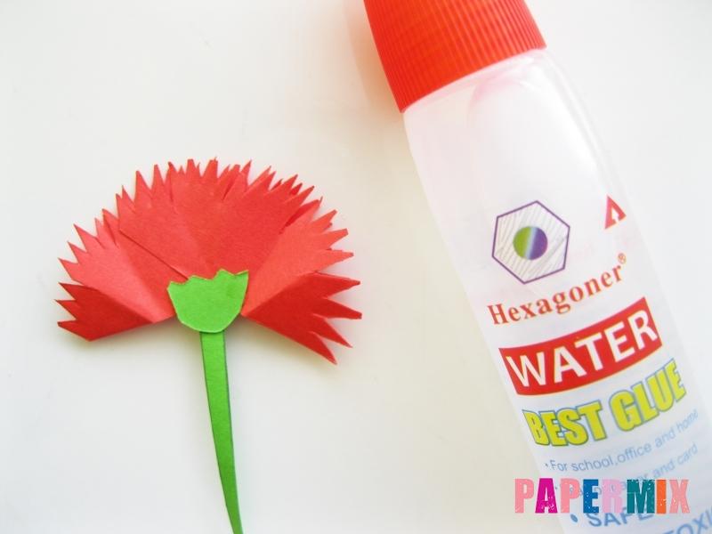 Как сделать гвоздику из цветной бумаги поэтапно - шаг 12