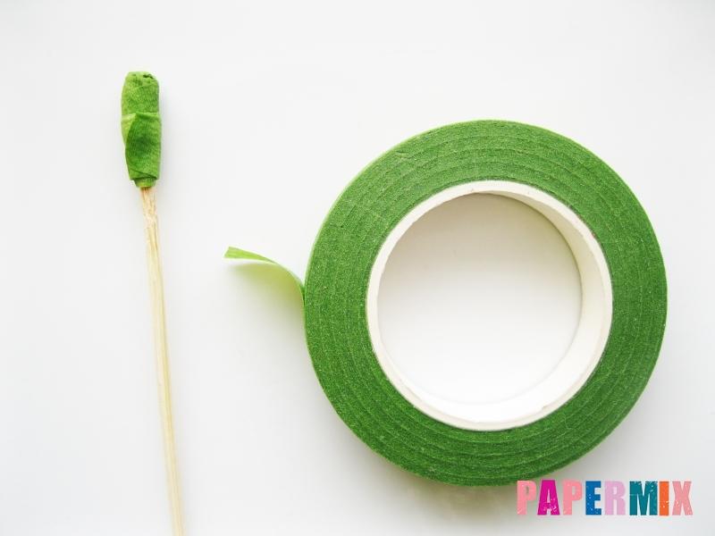 Как сделать гвоздику из гофрированной бумаги поэтапно - шаг 4