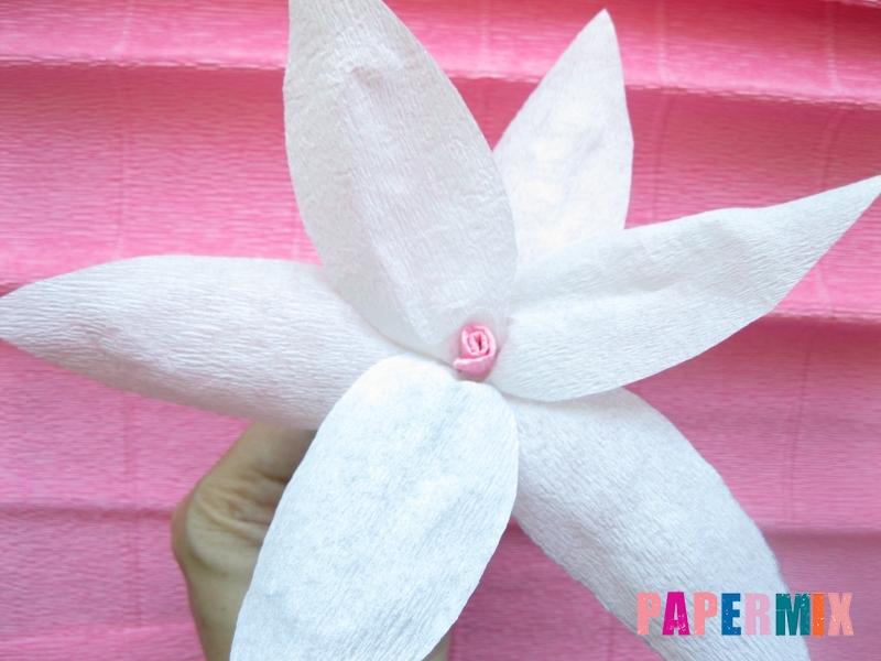 Как сделать лилию из гофрированной бумаги своими руками - шаг 14