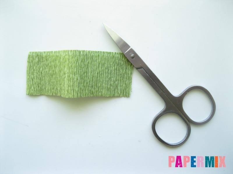 Как сделать лилию из гофрированной бумаги своими руками - шаг 4