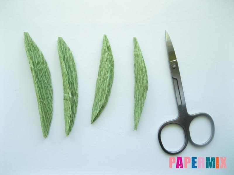 Как сделать лилию из гофрированной бумаги своими руками - шаг 7