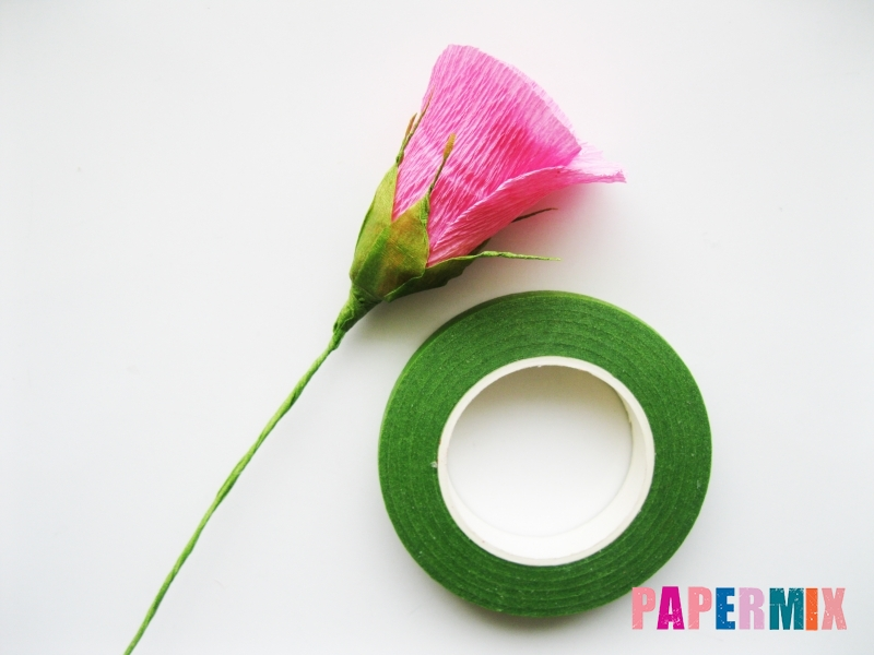 Как сделать розу из гофрированной бумаги поэтапно - шаг 15