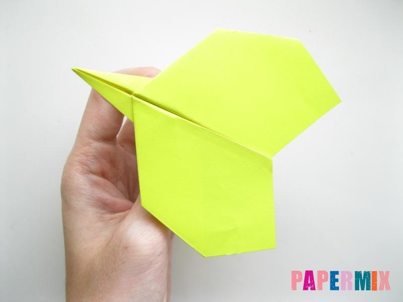 Как сделать летающий самолет из бумаги своими руками - шаг 9