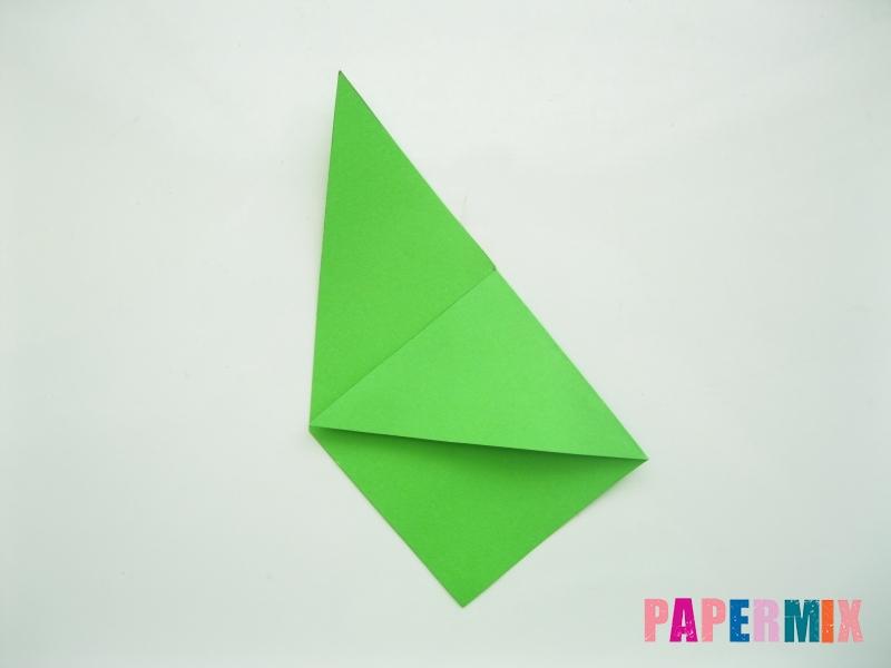 Как сделать закладку в форме лягушки из бумаги - шаг 4