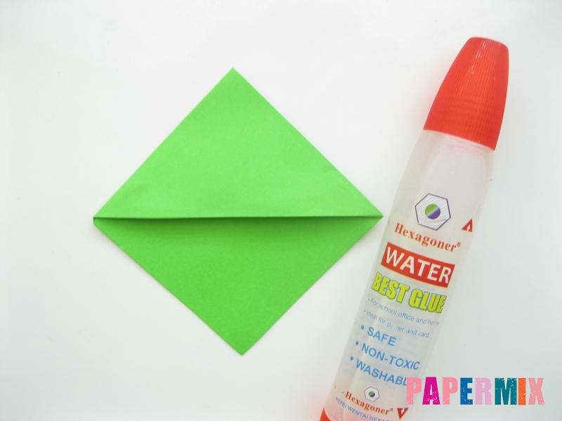 Как сделать закладку в форме лягушки из бумаги - шаг 5