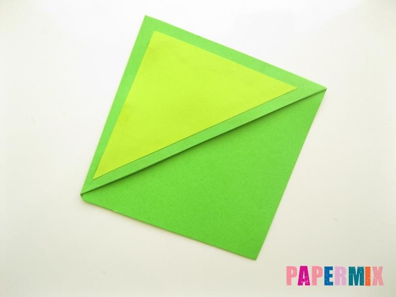 Как сделать закладку в форме лягушки из бумаги - шаг 6