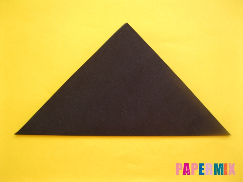 Как сделать закладку в виде енота из бумаги поэтапно - шаг 2