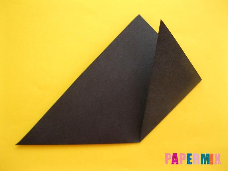 Как сделать закладку в виде енота из бумаги поэтапно - шаг 3