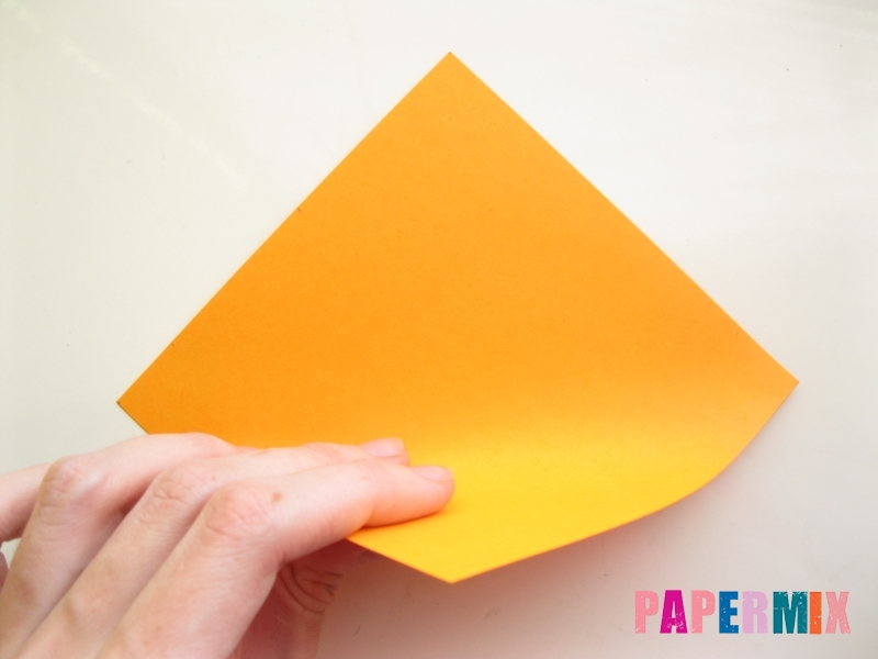 Как сделать закладку виде мордочки лисички из бумаги - шаг 2