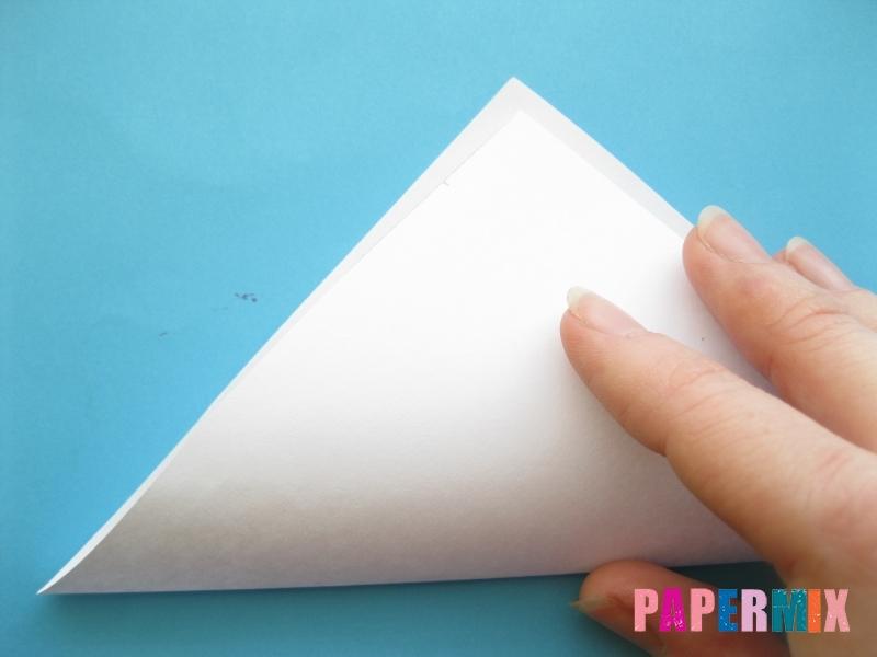 Как сделать закладку зайчик из бумаги поэтапно - шаг 2