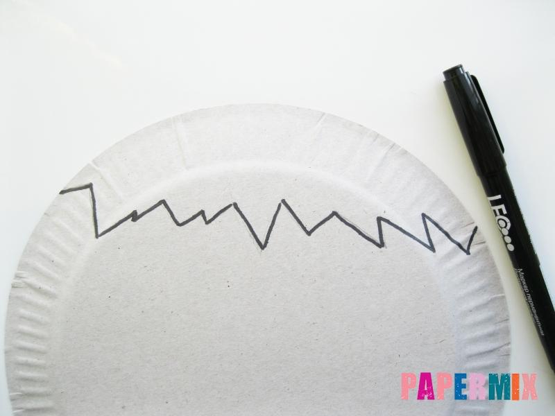 Как сделать цыпленка в яйце из цветной бумаги и тарелки - шаг 1