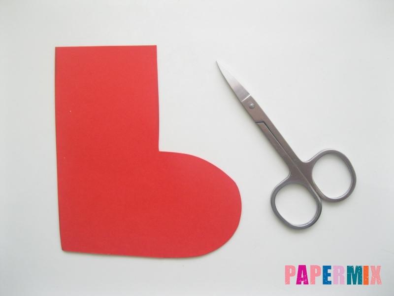 Как сделать сапоги из бумаги на Новый год своими руками  - шаг 1