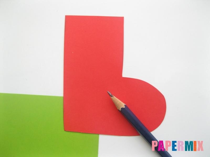 Как сделать сапоги из бумаги на Новый год своими руками  - шаг 2