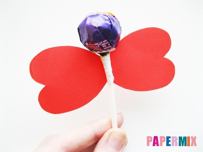 Как сделать бабочку из чупа-чупса ко дню святого валентина - шаг 4