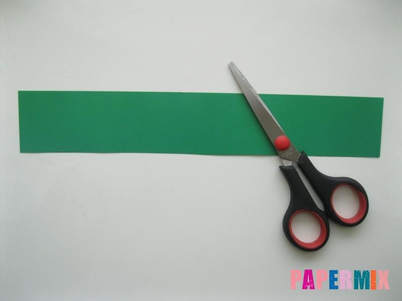 Как сделать бумажную гирлянду из елочек своими руками - шаг 2
