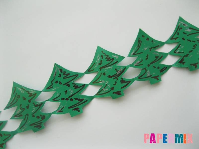 Как сделать бумажную гирлянду из елочек своими руками - шаг 9