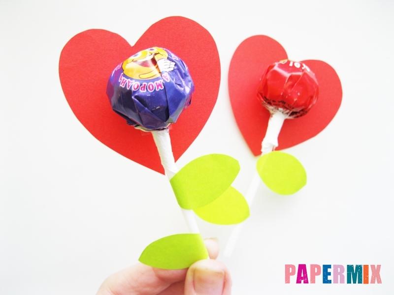 Как сделать цветочки из чупа-чупса ко дню святого Валентина - шаг 7