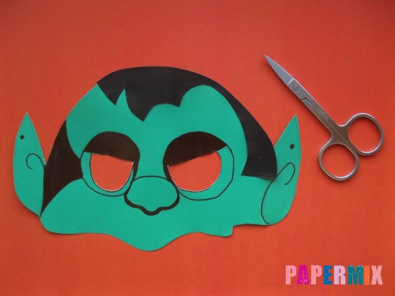 Как сделать маску вампира на хэллоуин из бумаги - шаг 7