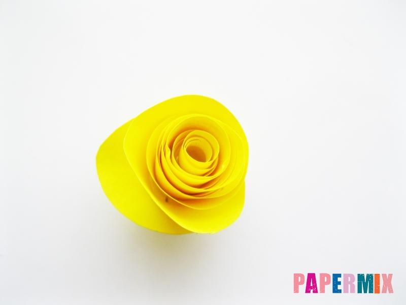 Как сделать букет роз из цветной бумаги своими руками - шаг 5