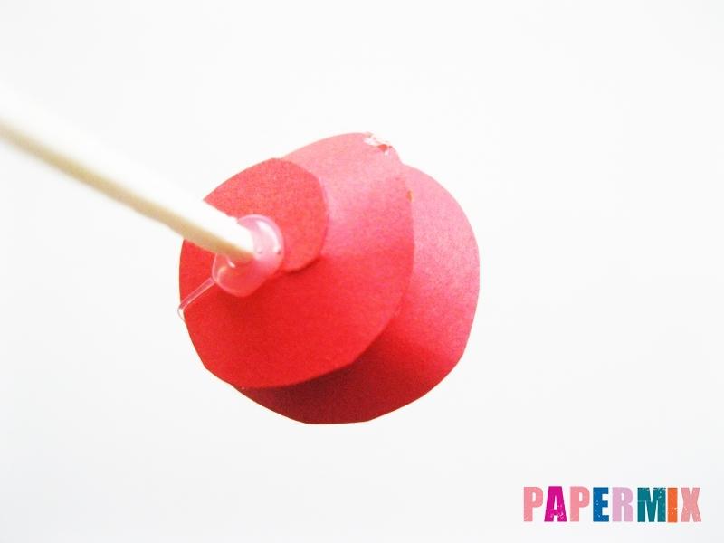 Как сделать букет роз из цветной бумаги своими руками - шаг 8