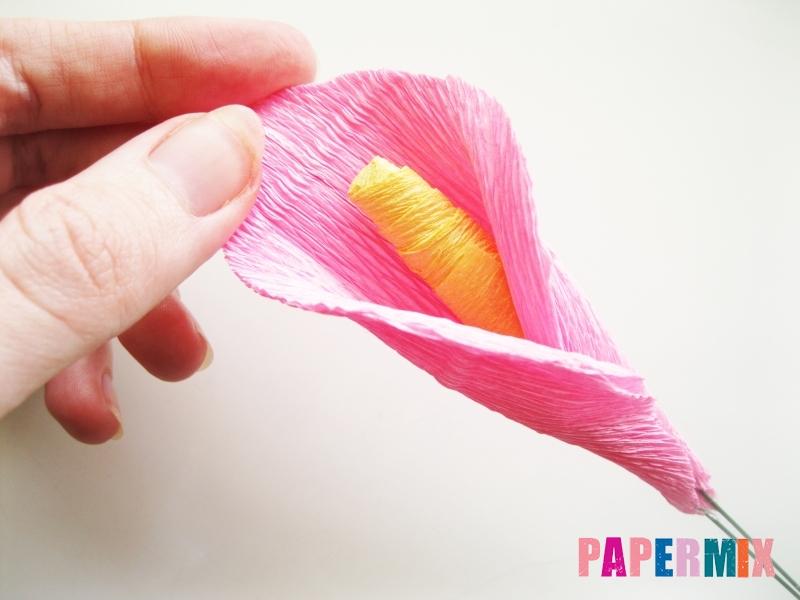 Как сделать каллы из гофрированной бумаги поэтапно - шаг 9
