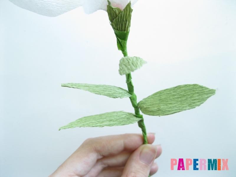 Как сделать лилию из гофрированной бумаги своими руками - шаг 16