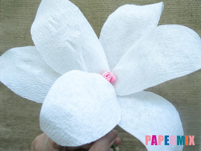 Как сделать лилию из гофрированной бумаги своими руками - шаг 17