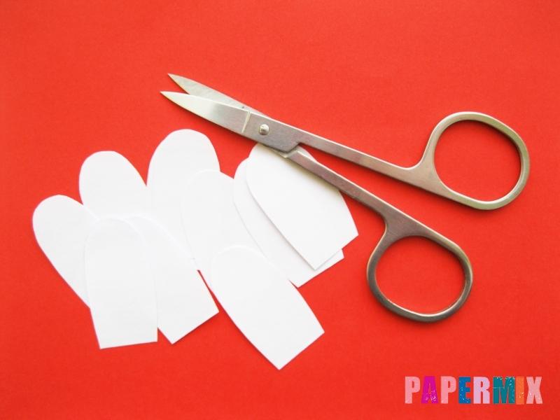 Как сделать ромашка из бумаги и чупа-чупса поэтапно - шаг 3