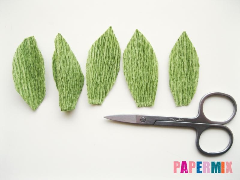 Как сделать розу из гофрированной бумаги поэтапно - шаг 17