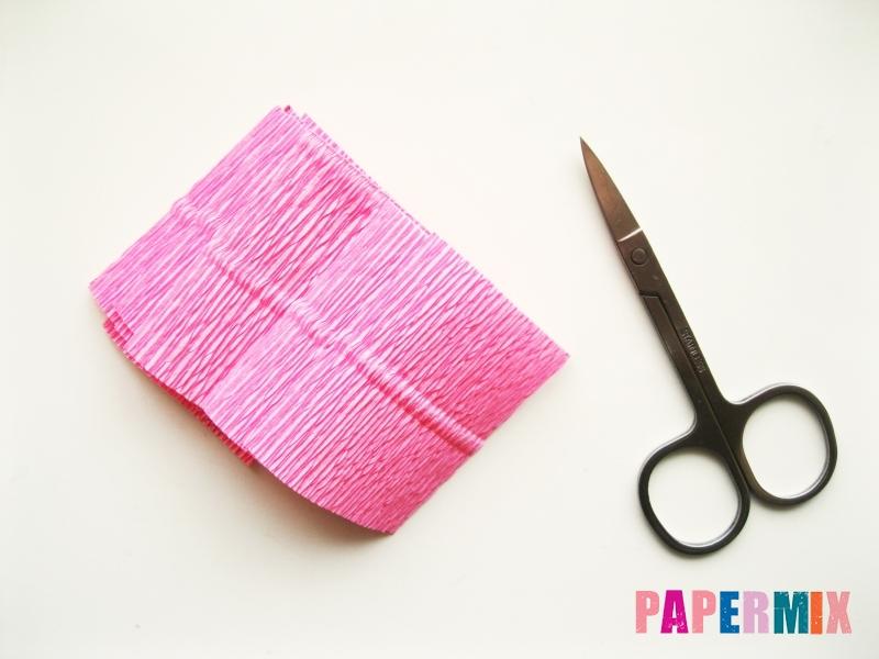 Как сделать розу из гофрированной бумаги поэтапно - шаг 2