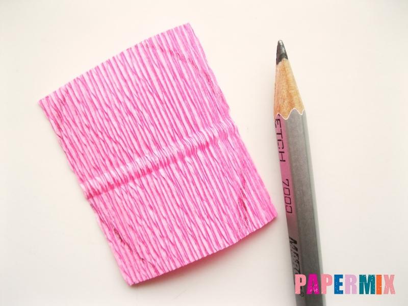 Как сделать розу из гофрированной бумаги поэтапно - шаг 3