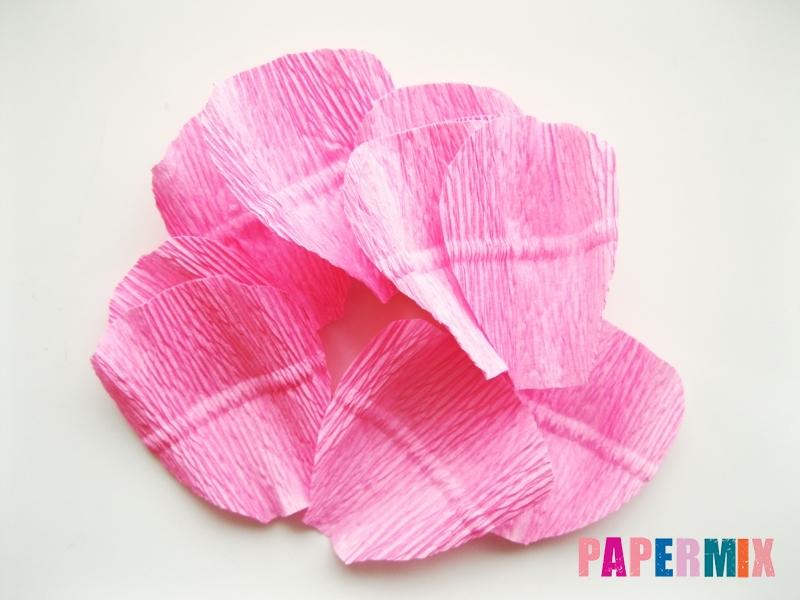 Как сделать розу из гофрированной бумаги поэтапно - шаг 5