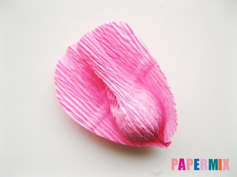 Как сделать розу из гофрированной бумаги поэтапно - шаг 8