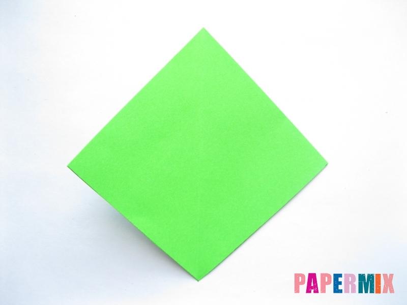 Как сделать ромб из бумаги (оригами) поэтапно - шаг 2