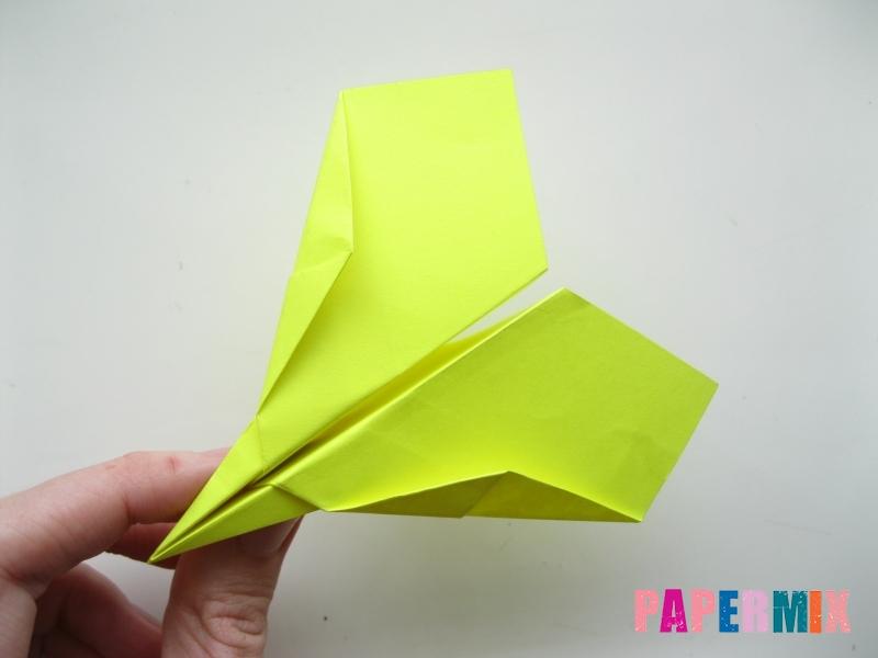 Как сделать летающий самолет из бумаги своими руками - шаг 11