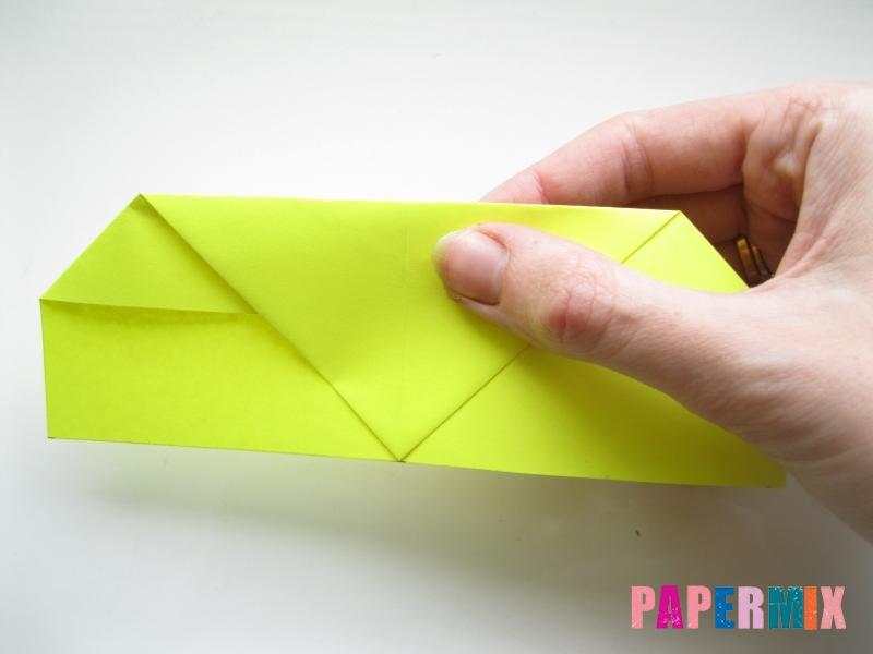 Как сделать летающий самолет из бумаги своими руками - шаг 2