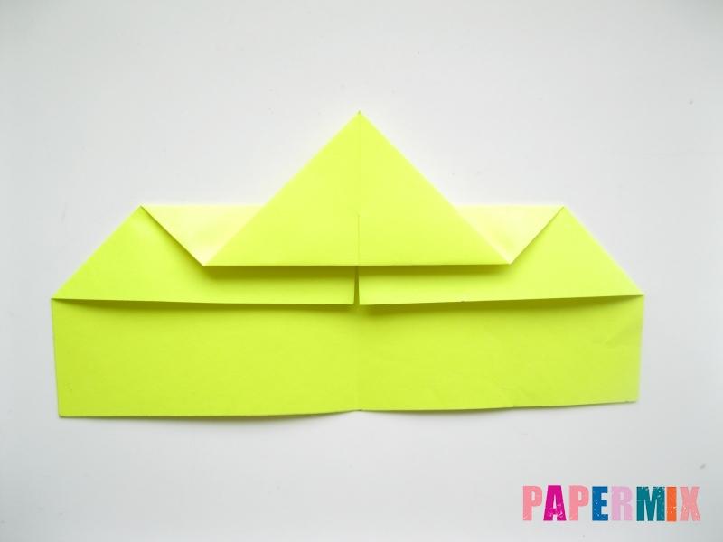 Как сделать летающий самолет из бумаги своими руками - шаг 3