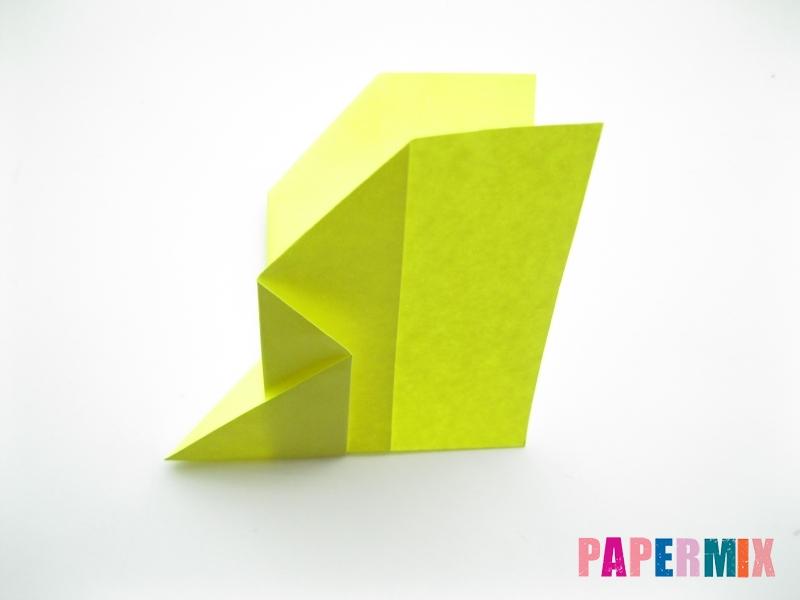 Как сделать летающий самолет из бумаги своими руками - шаг 5